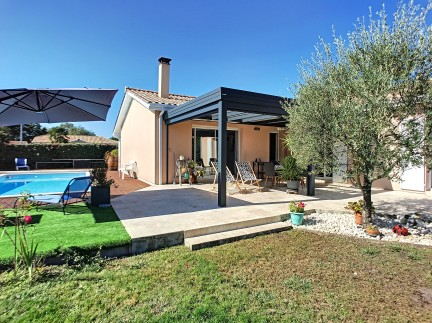 Martignas/jalle, maison de 144 m², 5/6 pièces: Elégante et lumineuse maison de 144 m², 5/6 pièces (dont 4 chambres), grand terrain arboré de  995 m² avec piscine.